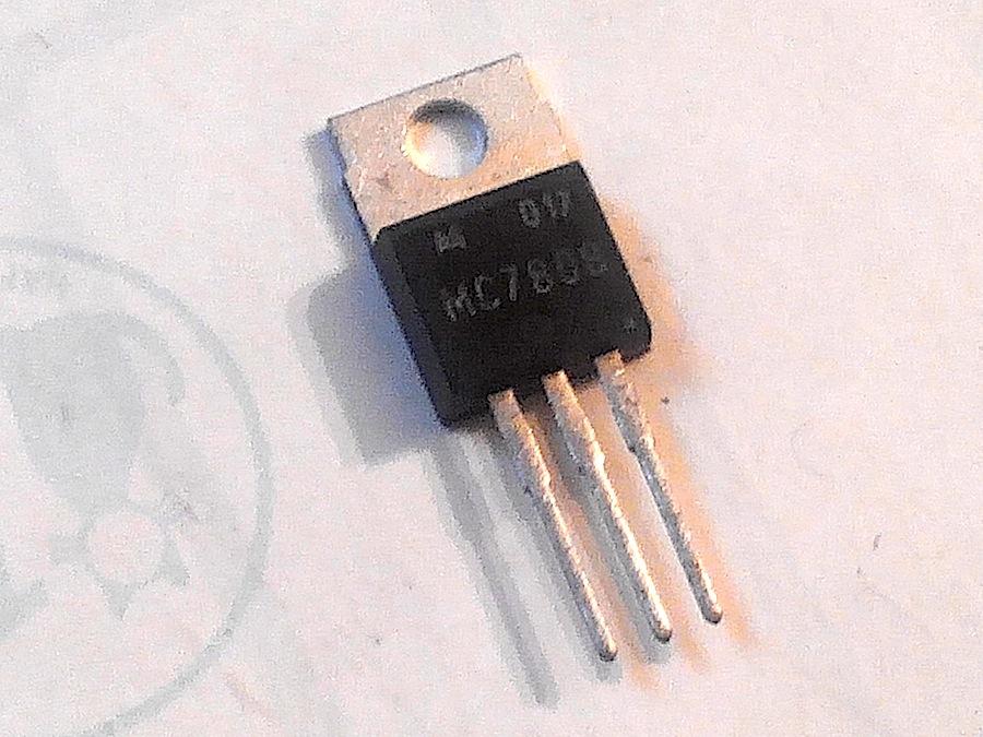 L7808P X100 PEZZI 1.5A 8V TO220 P3 DIN 3385787705
